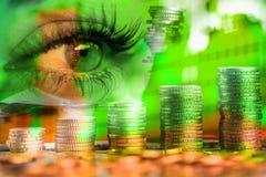 Oog van vrouw en geldeuro Dubbele blootstelling Concept bedrijfsvisie, geld, inkomens stock foto