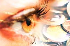 Oog van vrouw en geldeuro Dubbele blootstelling Concept bedrijfsvisie, geld, inkomens stock fotografie