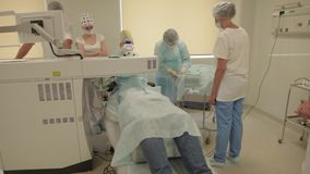 Oogchirurgie - stadyshot bij verrichtingsruimte stock footage