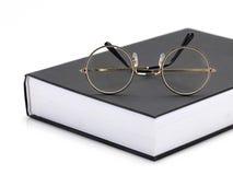 Oogglazen op een boek Royalty-vrije Stock Afbeelding