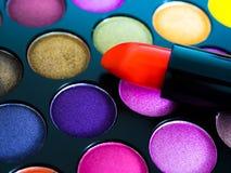 Oogschaduw en lipgloss Royalty-vrije Stock Foto