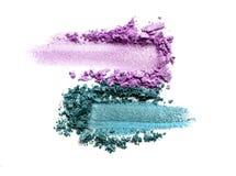 Oogschaduw op een witte achtergrond Verspreid bloos steekproef voor make-up Purple en Muntkleur royalty-vrije stock foto's