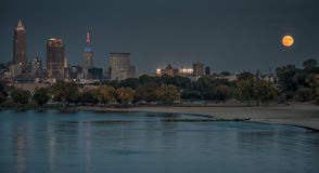 Oogstmoonrise over Cleveland Ohio royalty-vrije stock foto