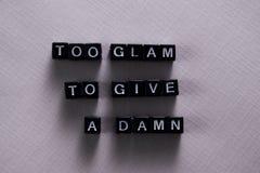 Ook glam Om te geven Een vloek op houten blokken Motivatie en inspiratieconcept stock foto