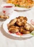 ?ookies en kop van hibiscusthee Stock Fotografie