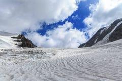 Oon di vista di panorama il ghiacciaio della Tre-La-Tete in alpi francesi Fotografie Stock Libere da Diritti