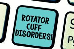 Oordningar för manschett för Rotator för textteckenvisning Begreppsmässiga fotosilkespapper i skuldran får den irriterade eller s arkivbilder