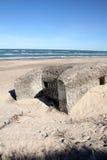 Oorlog van de wereld Twee bunker op strand Stock Fotografie