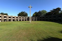 Oorlogsbegraafplaats dichtbij huisnes-sur-MER in Normandië stock foto's