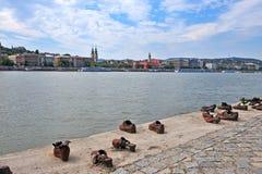 Oorlogsgedenkteken op de rivier van Donau in Boedapest Stock Foto