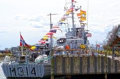 Oorlogsschip met vlaggen voor Fram-museum Stock Fotografie