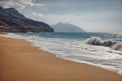Oorspronkelijk strand dichtbij Bukha, in Musandam-schiereiland, Oman Stock Foto's