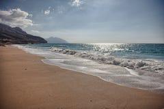 Oorspronkelijk strand dichtbij Bukha, in Musandam-schiereiland, Oman Royalty-vrije Stock Foto's