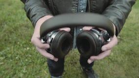 Oortelefoons stock videobeelden