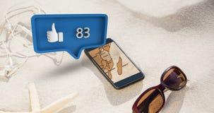 Oortelefoons, oogglas, en een telefoon met gelijkaardig pictogram en aantallen voor sociale media 4k stock footage