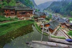 Oost-Azië, Zuidwestenchina, etnisch dorp op berggebied. Stock Foto