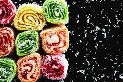 Oostelijke snoepjes op een donkere achtergrond Stock Foto