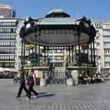 OOSTENDE, BELGIEN am 7. September 2016: Kiosk auf dem Waffen-Quadrat stockbild