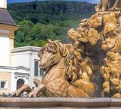 Oostenrijk, Salzburg, fontein op Residenzplatz Stock Fotografie