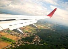 Oostenrijks gecultiveerd die land van een vliegtuig wordt gezien stock foto's