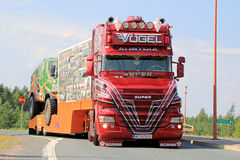Oostenrijks toon Vrachtwagen Super Scania V8 in Lempaala, Finland Stock Afbeelding