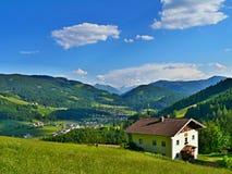 Oostenrijkse alp-Mening van StMartin Stock Fotografie