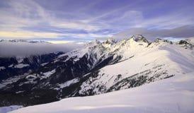 Oostenrijkse Alpen bij zonsondergang - breed landschap Royalty-vrije Stock Foto's