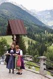 Oostenrijkse vrouwen in folkloristische kostuums, Maria Luggau Stock Afbeelding