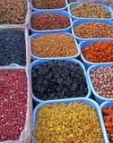 Oosterse bazaarvoorwerpen - droge vruchten en noten Stock Fotografie
