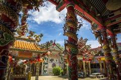 Oosterse Chinese tempel in heldere kleuren stock afbeelding