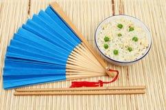 Oosterse maaltijd op bamboe Stock Afbeeldingen