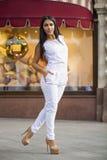 Oosterse stijl Sensueel Arabisch vrouwenmodel stock foto's