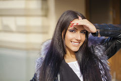 Oosterse stijl Sensueel Arabisch vrouwenmodel royalty-vrije stock afbeeldingen