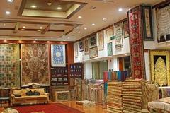 Oosterse tapijt/dekenwinkel royalty-vrije stock afbeelding