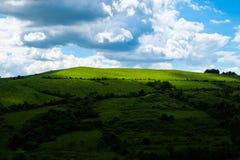 Oosteuropees landschap - het gebied/de lichten en de schaduwen van Transsylvanië Stock Foto's