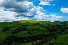 Oosteuropees landschap - het gebied/de lichten en de schaduwen van Transsylvanië Royalty-vrije Stock Foto