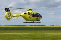 Oostwold, holandie Maj 25, 2015: Lifeliner Lotniczy Medyczny Servic zdjęcie stock