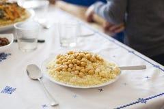 Opção do vegetariano de um conceito marroquino do cuscuz fotografia de stock