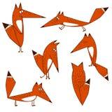 Opções engraçadas bonitos alaranjadas do estilo dos desenhos animados do Fox no isolamento em várias poses Imagens de Stock