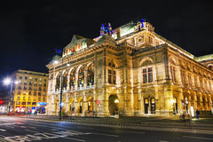 Opéra d'état de Vienne la nuit Photographie stock libre de droits