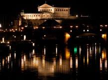 Opéra par nuit photographie stock libre de droits