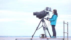 Opérateur d'appareil-photo de vidéo en direct banque de vidéos