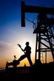 Opérateur dans le gisement de pétrole et de gaz Images libres de droits