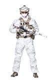 Opérateur de forces spéciales dans des vêtements de camo d'hiver Images libres de droits