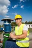 Opérateur de production de pétrole et de gaz Image libre de droits
