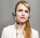 Opérateur de téléphone de soutien dans le casque sur le gris images libres de droits