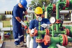 Opérateurs de production de gaz photographie stock libre de droits