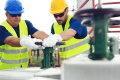 Opérateurs de production de gaz image libre de droits