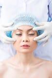 Opération cosmétique sur des yeux images libres de droits