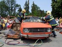 Opération de sauvetage à autoaccident Photos stock